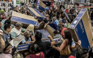 Customers scramble to get the best deals on Black Friday. Courtesy of CNBC.